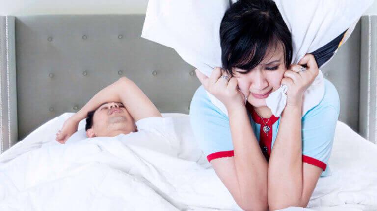 ¿Los ronquidos pueden afectar la relación de pareja?